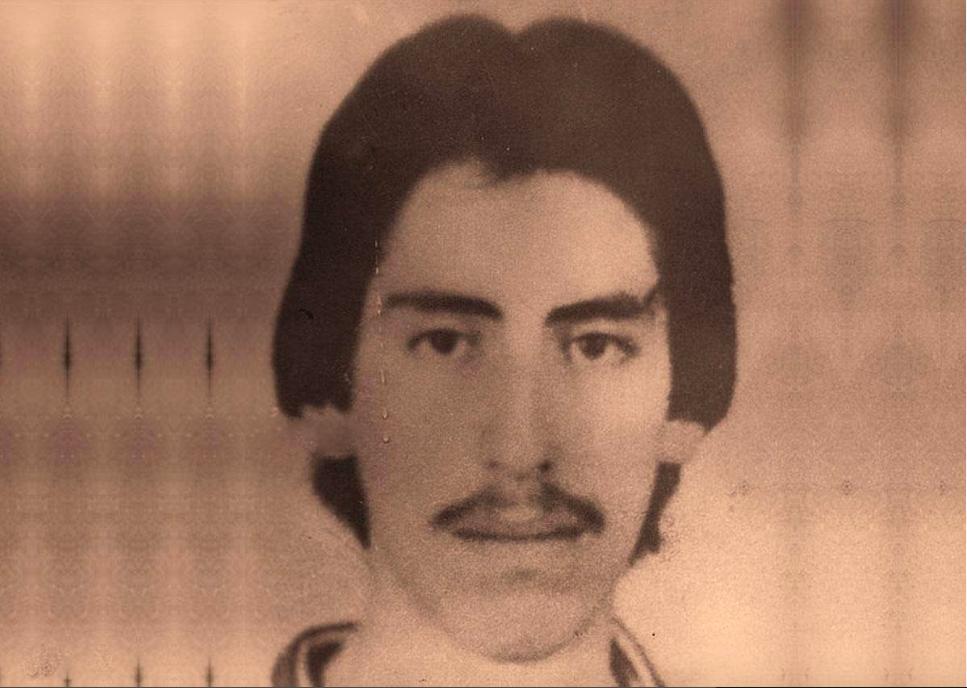 <p></p>  <p>Fue capturado ilegalmente el 9 de septiembre de 1985, luego el 12 del mismo mes, fue llevado a su casa en horas del medio día y presentado a su madre Rosa Elvira Elias Alburez, engrilletado, ensangrentado, golpeado en la cabeza y evidentemente bajo efectos de drogas, por hombres fuertemente armados, provistos de radioreceptores que registraron su casa, se llevaron cosas y luego condujeron también a doña Rosa Elvira para que viera como golpeaban a Luis Fernando en las afueras de la ciudad, para conducionarla de nuevo a ella sola a su casa. Luis Fernando ya no apareció.</p>